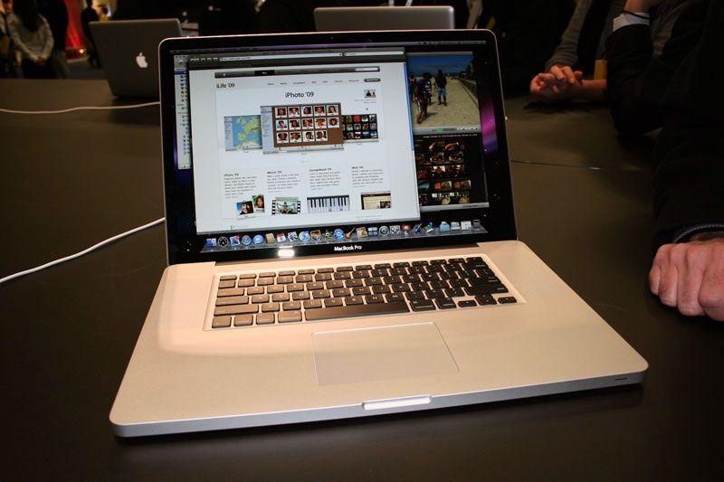le nouveau macbook pro 17 janvier 2009 blogue de geek. Black Bedroom Furniture Sets. Home Design Ideas